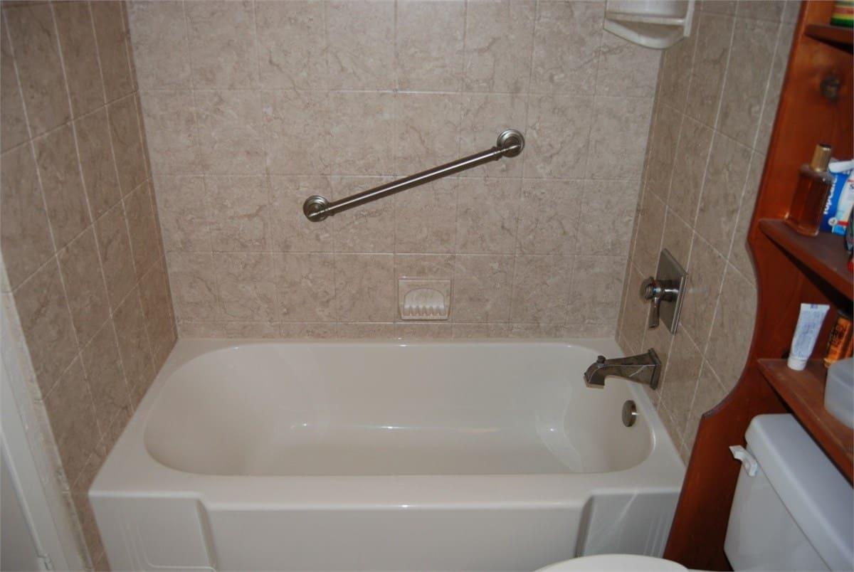 bathtub remodeling - after 5