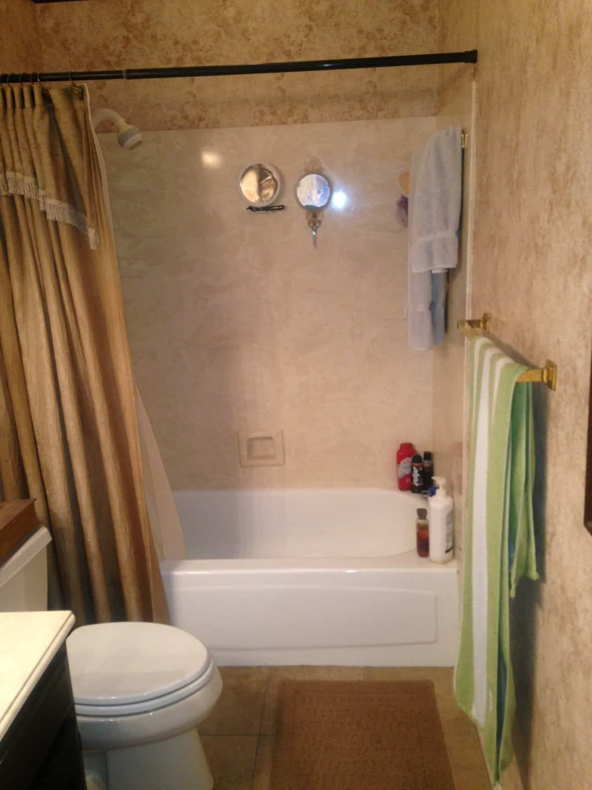 bathtub remodeling - before 2