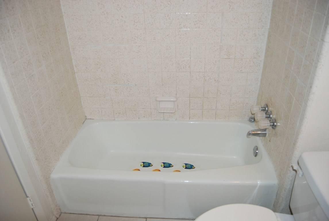 bathtub remodeling - before 5