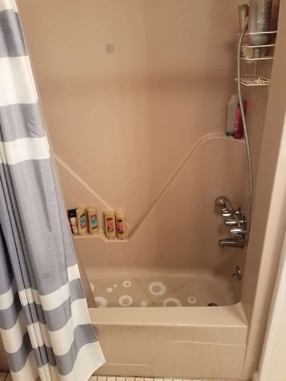 bathtub remodeling - before 1