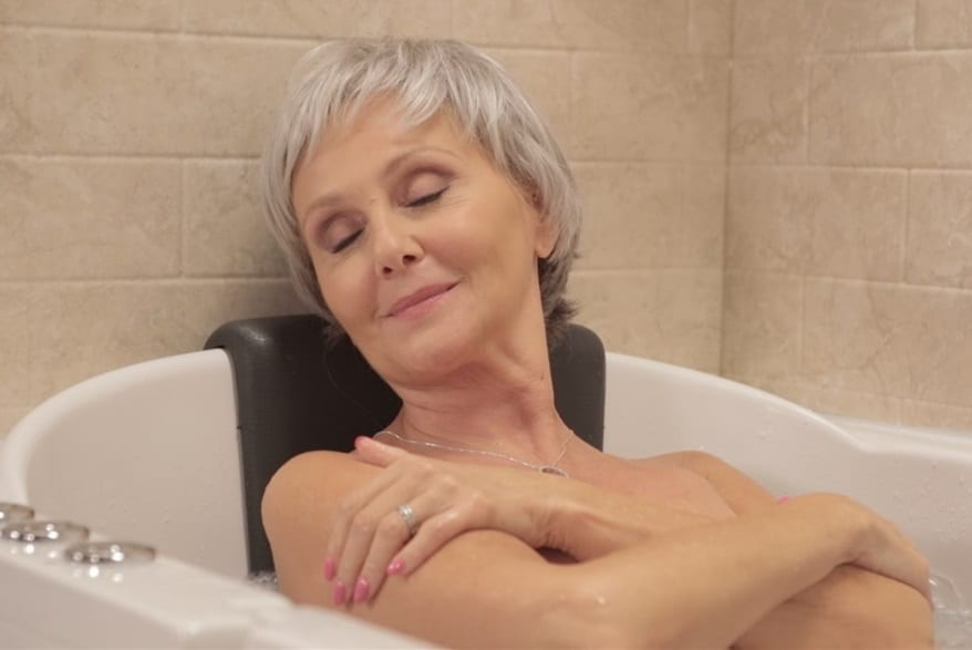 A woman soothing in bath